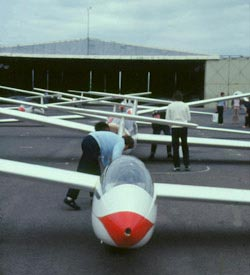 Preparing gliders at WGC